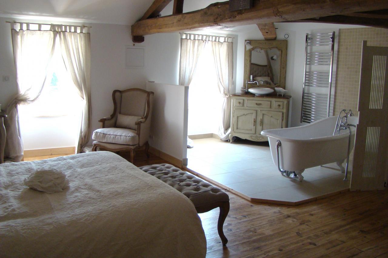 Chambre nuptiale - Chambre ouverte sur salle de bain ...